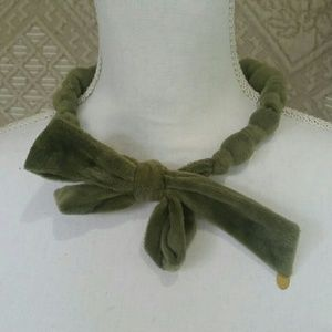Cherie green velour chunky bead & bow necklace
